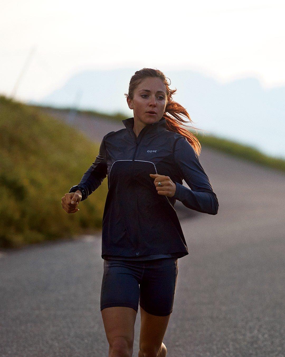 correre con una giacca in goretex